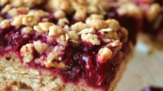 Delicious Raspberry Oatmeal Cookie Bars Recipe